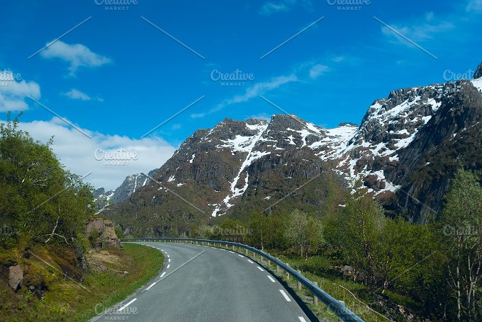 Asphalt road to Norvegian mountains in clear day.jpg - Nature