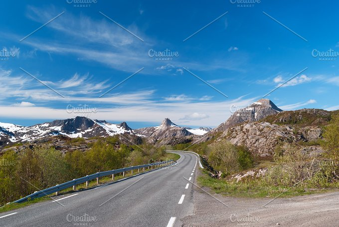 Asphalt road on Norvegian mountains.jpg - Nature