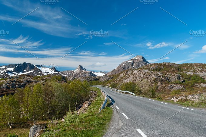 Asphalt road to Norvegian mountains.jpg - Nature