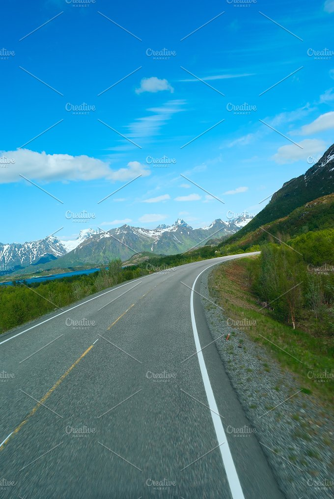 Asphalt road to Norvegian mountains in summer clear day.jpg - Nature