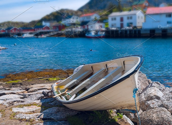 Lonely boat on the beach.jpg - Nature