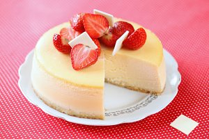 Vanilla Strawberry Cheesecake