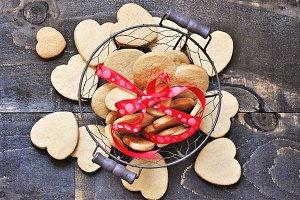Shortbread cookies, hearts in basket