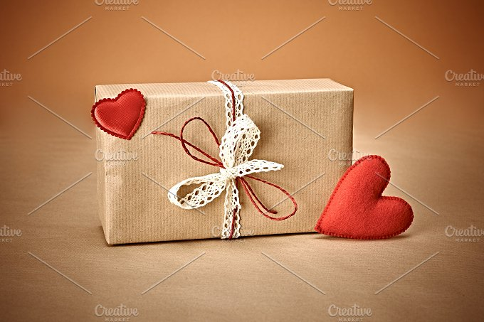 Love red hearts, Valentines Day.Handcraft gift box - Arts & Entertainment