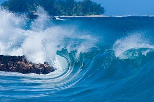 Powerful waves crash to shore