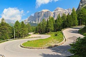 winding road to Pordoi pass