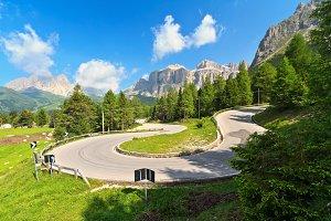 road to Pordoi pass