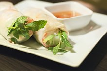 Fresh spring rolls with sauce