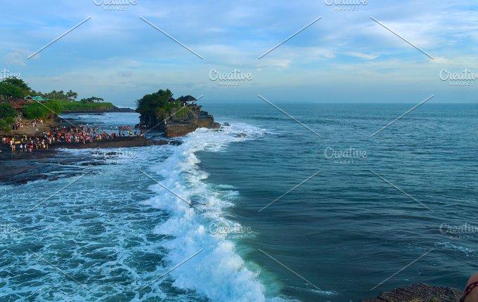 Temple Tanah Lot on south coast of island Bali.jpg - Nature
