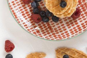 Waffles witn berries