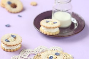 Sandwich Cookies with Cream Cheese