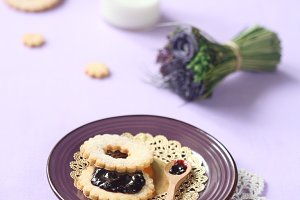 Sandwich Cookie with Blueberry Jam
