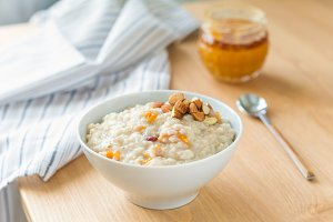 Porridge oats with dried apricots