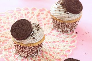 Chocolate Cookie Cupcakes