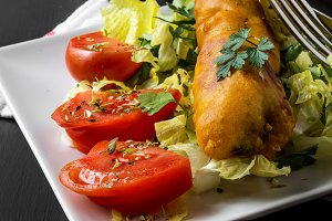 Fish sandwich with tomatoes