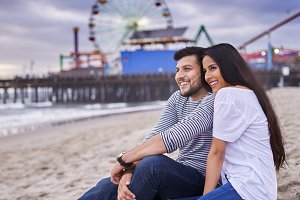 romantic couple at santa monica