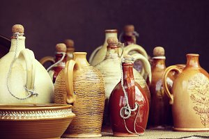 Ceramic tableware and jugs