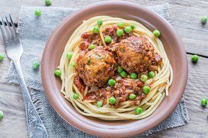 Turkey meaballs with pasta and peas