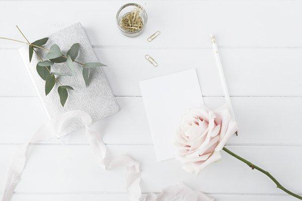 Flat lay blogger floral desk mock u…
