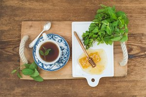 Herbal tea with fresh mint & honey
