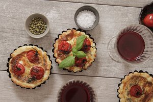tomato quiche with wine