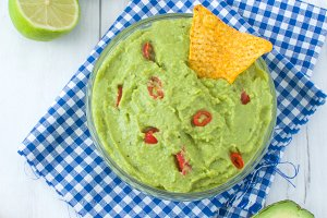 Guacamole with nachos