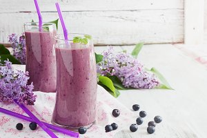 fresh smoothie with blueberries