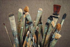 Brushes artist