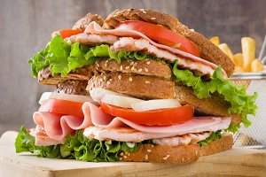 Chicken and vegetable sandwich