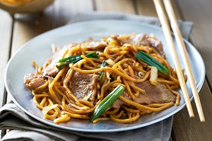 Chinese beef lo mein