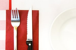 restaurant table cloth and cutlery