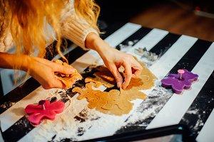making gingerbread man