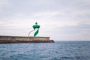 signal light on the pier