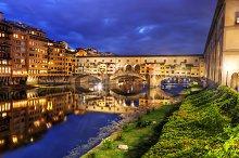 Ponte Vecchio bridge at night.
