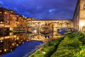 Ponte Vecchio bridge at night.