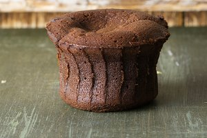 Coulant chocolate cake, rustic table