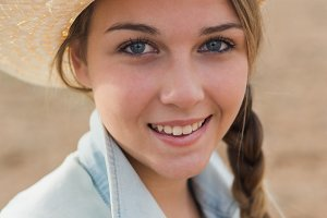 Young woman whit hat close up