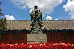 Confucius statue at the Temple