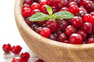 Cranberries in wooden dish