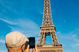 Taking pictures of Eiffel Tower