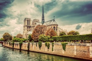 Notre Dame Cathedral & Seine River.