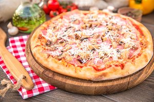 Pizza with mushroom ham and cheese