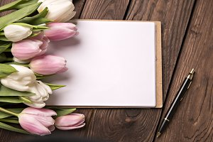 notes and pink tulips