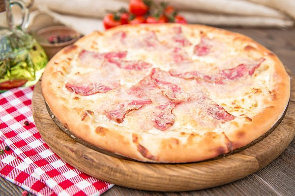 Italian pizza with ham and cheese