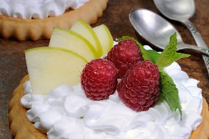Tartlets with cream and berries