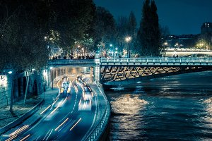 Traffic by the Seine