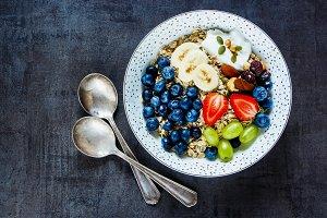 Tasty breakfast of oat flakes